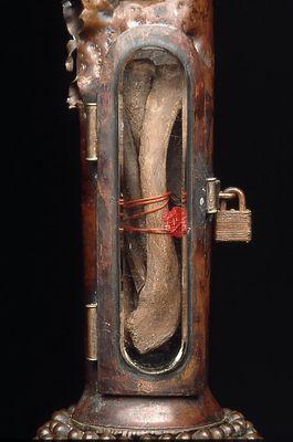 弾丸や銃で作った彫刻12