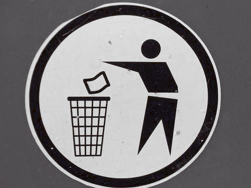 ゴミ箱に頭を突っ込んで00