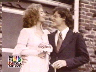 若い頃のクリントン夫妻とオバマ氏とブッシュ大統領08