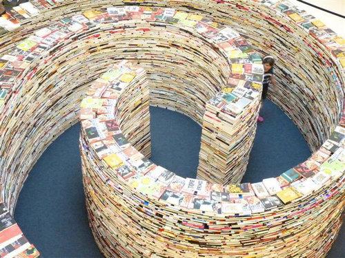 25万冊の本で迷路02