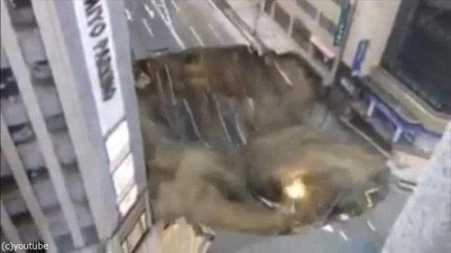 博多の道路陥没02