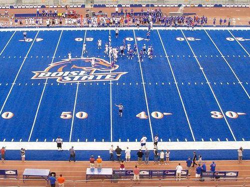 スタジアムのピッチの色が青いとき00