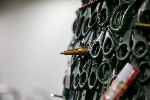 没収品でクリスマスツリー03