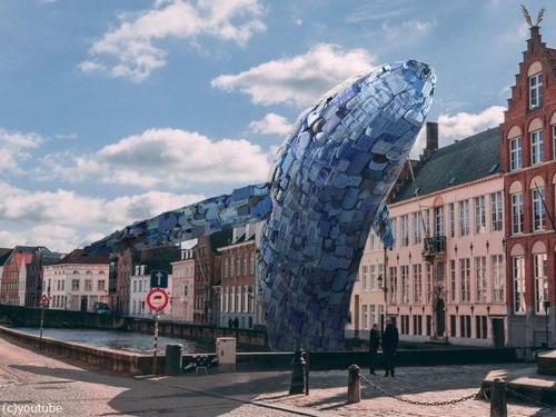 海洋ゴミで作った巨大クジラ01
