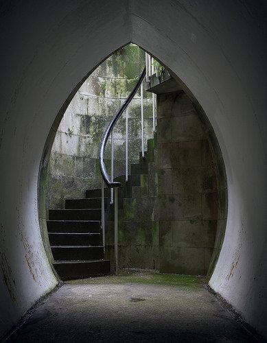 湖の下に秘密の部屋04
