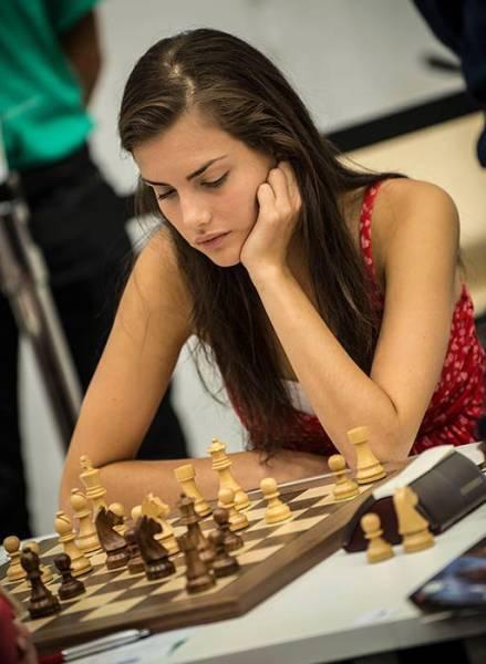 カナダの美人チェスチャンピオン10