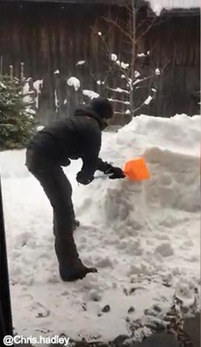 お酒好きの雪遊び01