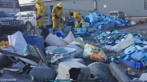 海洋ゴミで作った巨大クジラ04