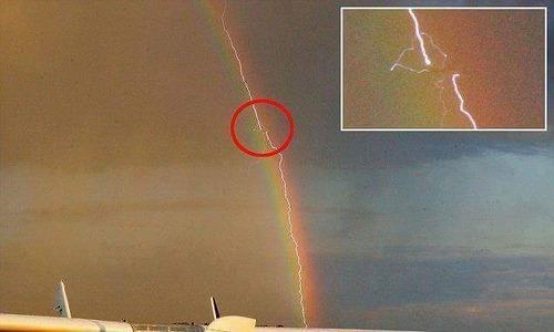 雷が虹の中01