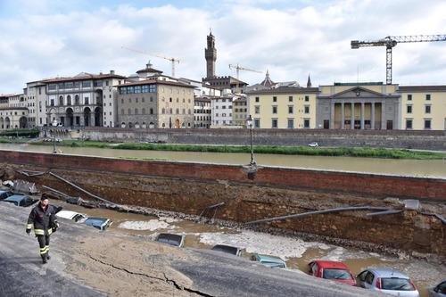 フィレンツェで洪水04