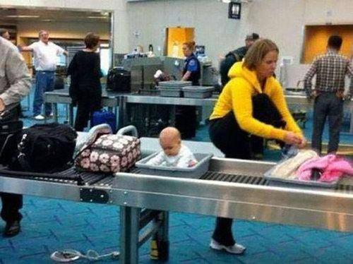 空港で見かける奇妙な事 07