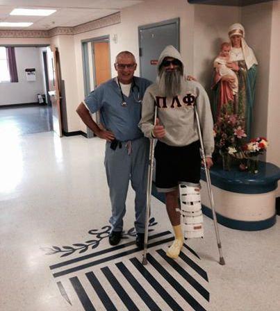 病気で足を切断した男性のユーモア11
