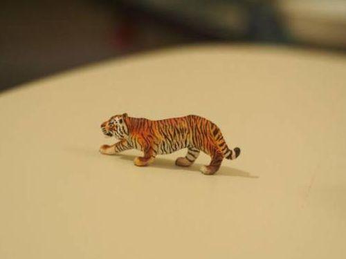 虎のフィギュア08