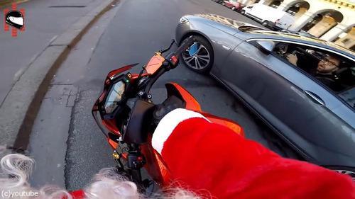 サンタのバイクがひき逃げ犯を追う07