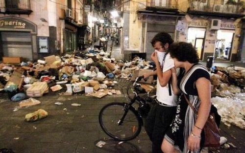 ゴミの街ナポリ09