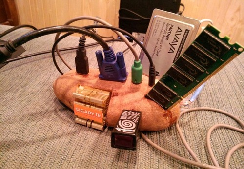 「パソコンのサポートに届いた品」06