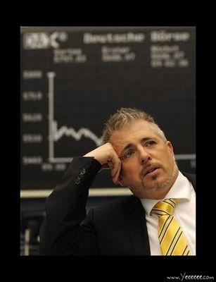 職場で嘆く男たち…金融危機の悲劇20