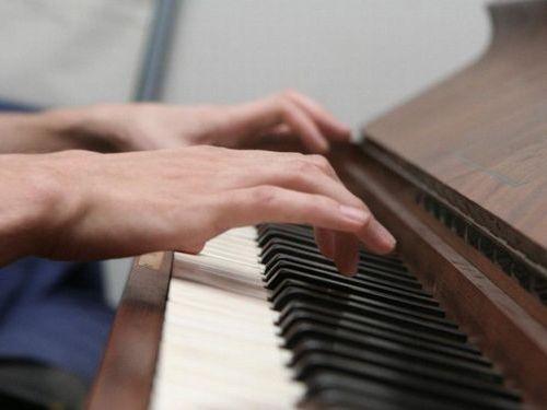 脳震とうで音楽の才能が開花00