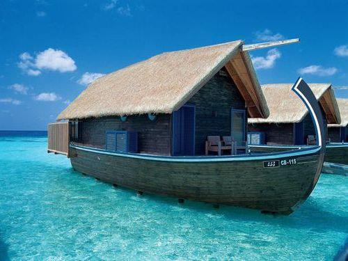 モルディブの小舟のようなホテル00