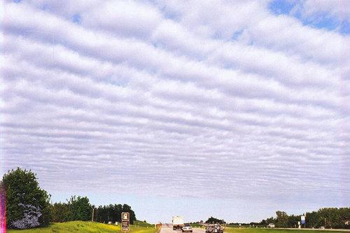 スパッと2辺が切れた雲07