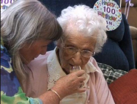 100歳おばあちゃんにストリッパー00