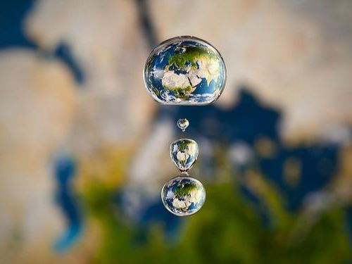 水滴の中に地球00
