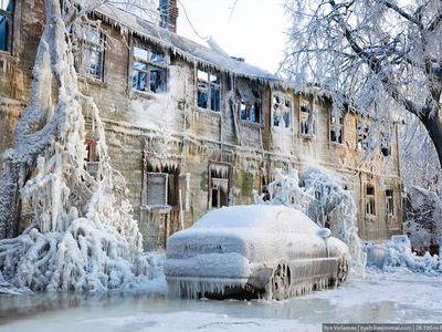 氷点下20度のロシアで火事…氷漬...