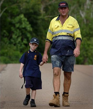 2時間半の道のりを5歳児に歩かせる父親