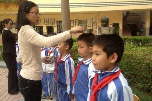 中国の児童を姿勢よくするアイデア06