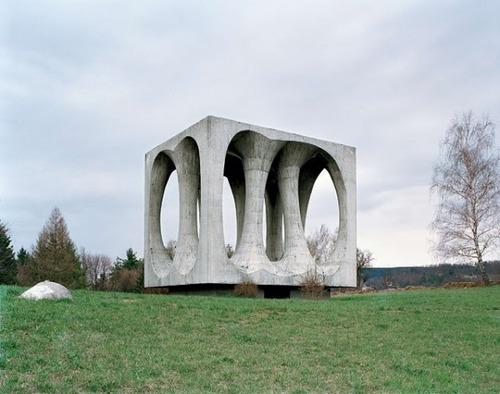 旧ユーゴスラビアのモニュメント07