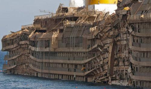イタリア客船の座礁事故02
