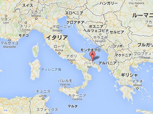 イタリアの海に面した洞窟レストラン00