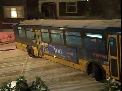バスも滑る凍結路面