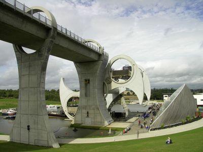 スコットランドの回転式船のエレベータ06
