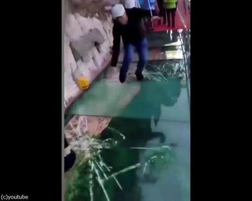中国のガラス遊歩道が怖すぎ01