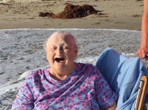 おばあちゃんと海02