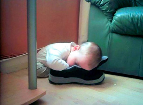 子供たちはどこでも眠れる10