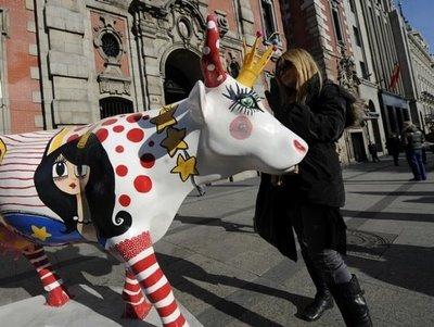 スペインの面白牛彫刻04