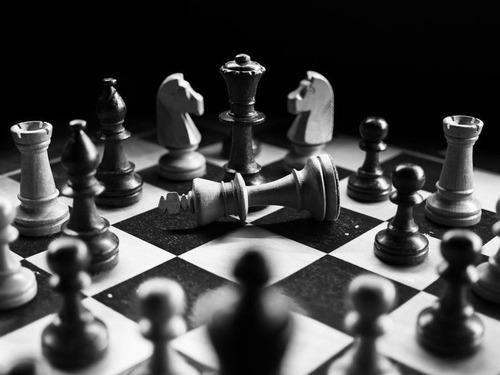 古いチェスの駒1個が1億3600万円00