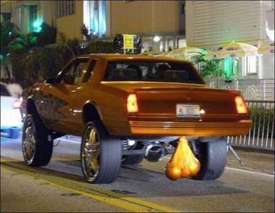 変な車05