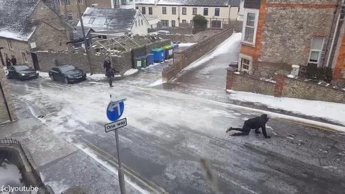 住宅街の路面が凍結した結果02