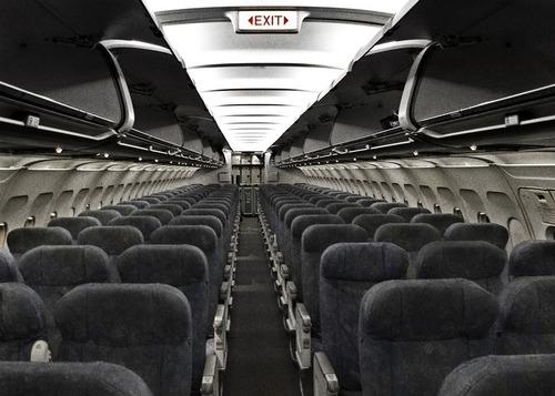 飛行機の全座席に座る00