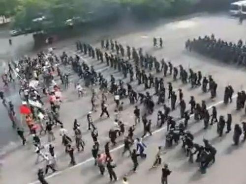 ローマ軍みたいな韓国警察01