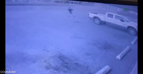 強盗の車が盗まれる04