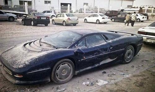 ドバイに乗り捨てられた車08