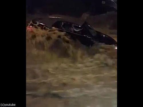 メリーランド州の大洪水、人間チェーンを作って人命救助03