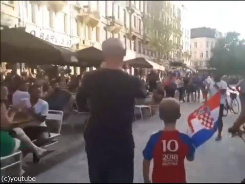 クロアチアの家族が今ベルギーの街を歩くと…00