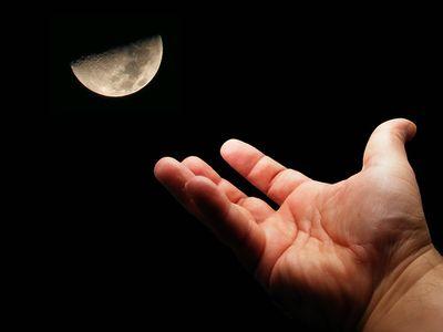 月に届きそうなハシゴ00