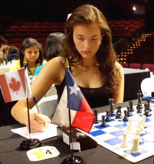 カナダの美人チェスチャンピオン05
