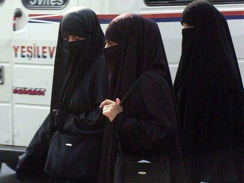 もしもイスラム女性が代わりに伝統服を着ていたら00